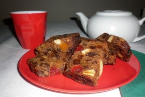 vegan-christmas-cake-sliced